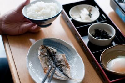 一人暮らし 栄養バランス 食事 魚
