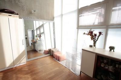 一人暮らし 部屋 狭い 広く見せる 鏡