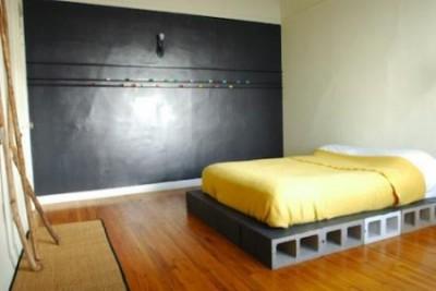 一人暮らし ベッド いらない コンクリートブロック